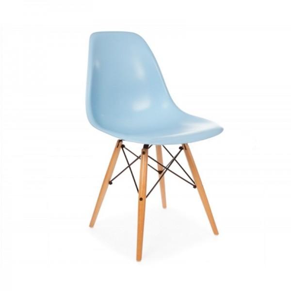 Silla dise o eames azul con patas de madera for Disenos de sillas de madera