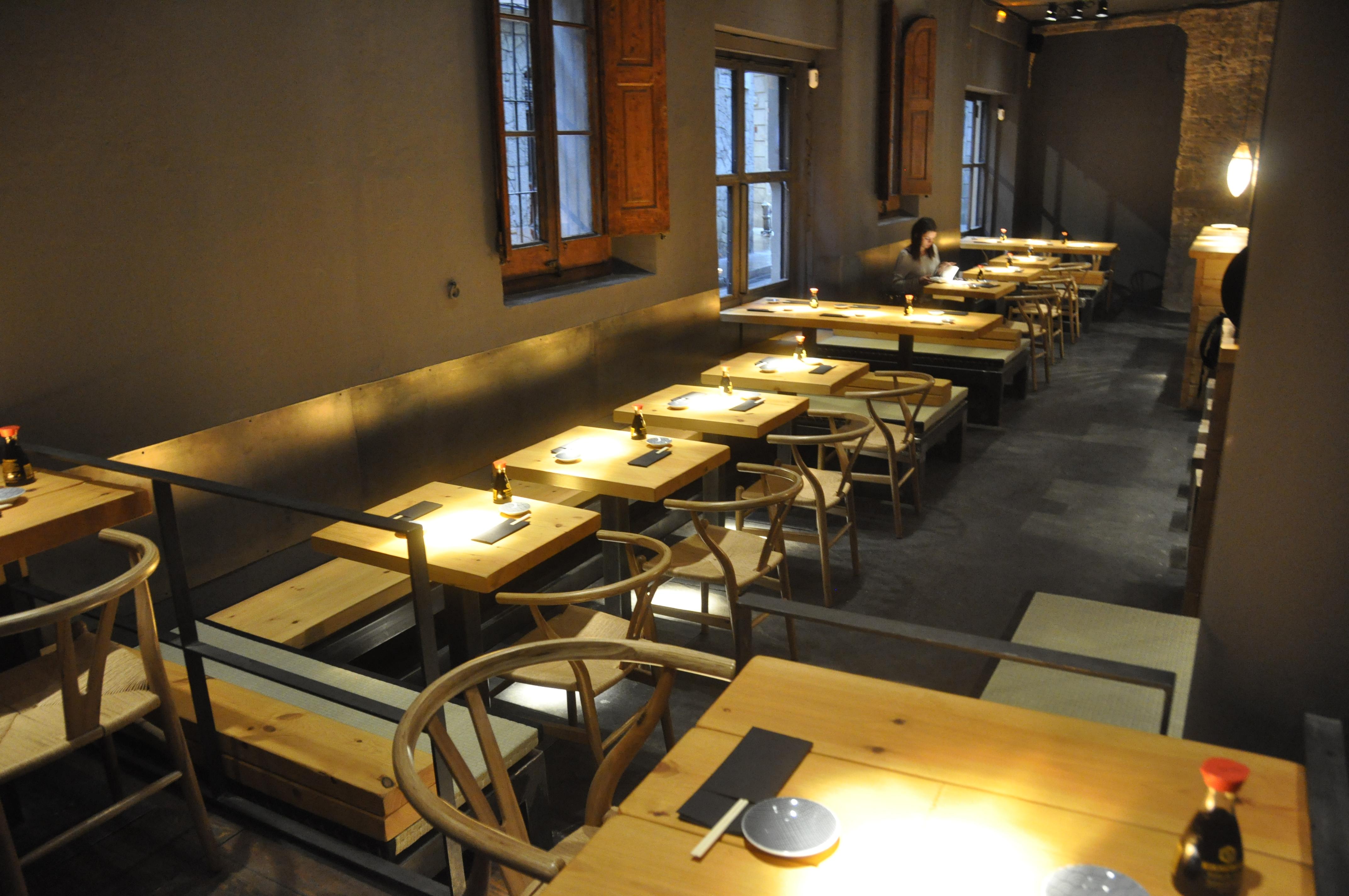 Un japones en el raval el blog de sillas muebles for Muebles nordicos barcelona